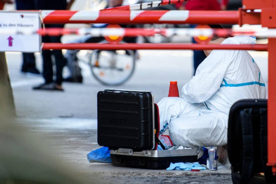 Polizei und Spurensicherung waren mit einem Großaufgebot am Tatort im Einsatz. (Archivbild)