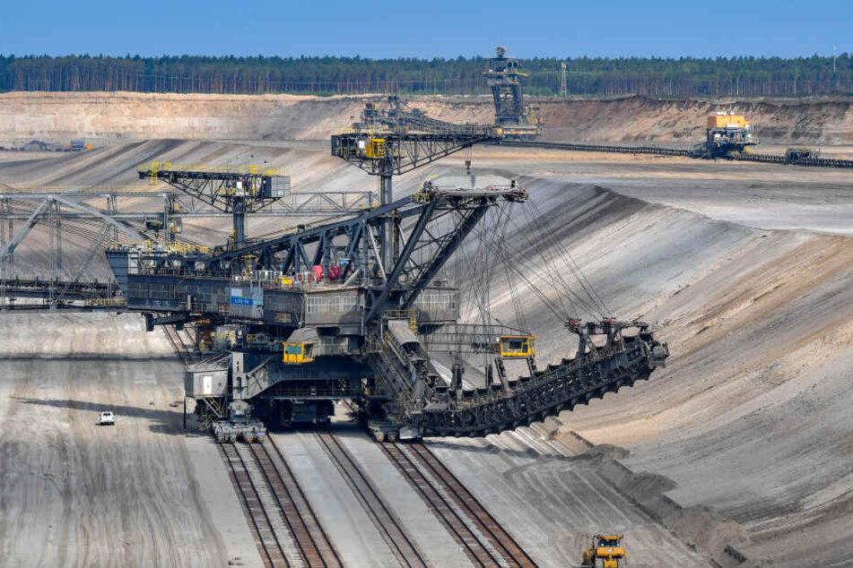 Das Braunkohlekraftwerk Jänschwalde in Brandenburg soll bis Ende 2028 vom Netz gehen.