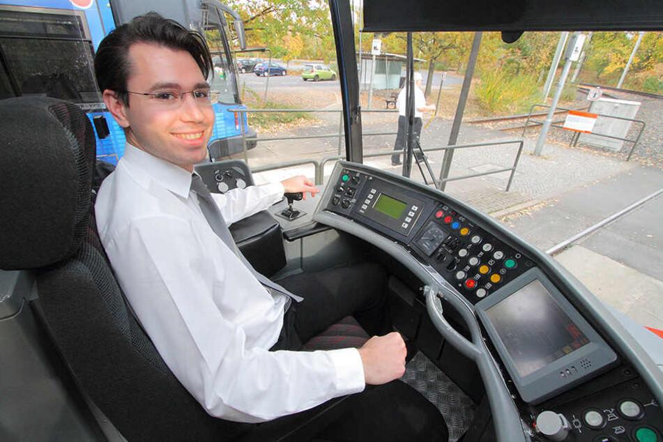 Selten gewordener Nachfolger für DVB-Ruheständler: Florian Graier (29) verstärkt seit fünf Jahren das Team der Dresdner Straßenbahnfahrer.
