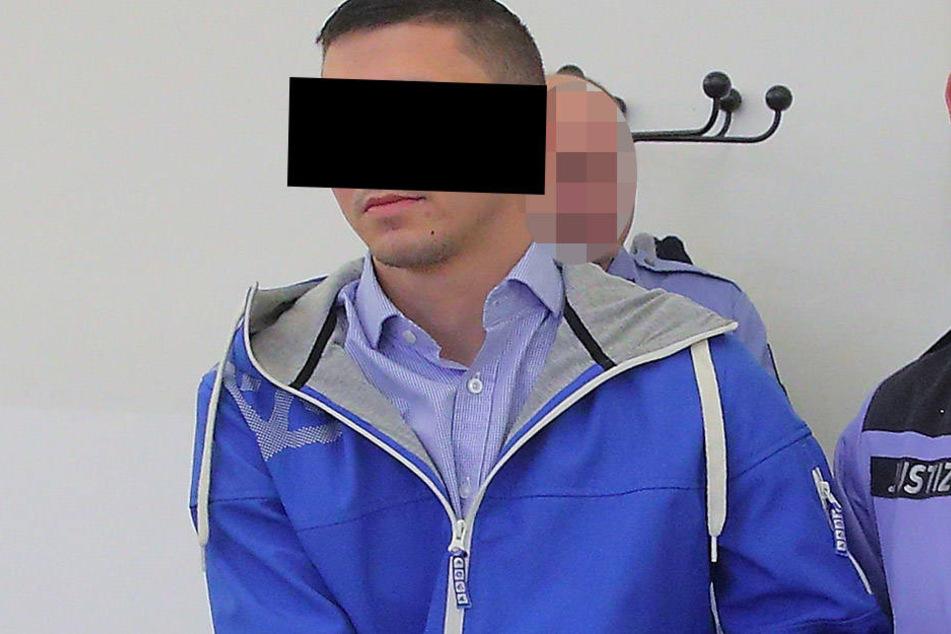 Ex-FKD-Mitglied Franz R. (22) unterrichtet heute Flüchtlinge.