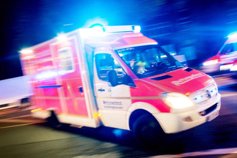 Die beiden Schläger wurden in zwei unterschiedliche Krankenhäuser gebracht. (Symbolfoto)