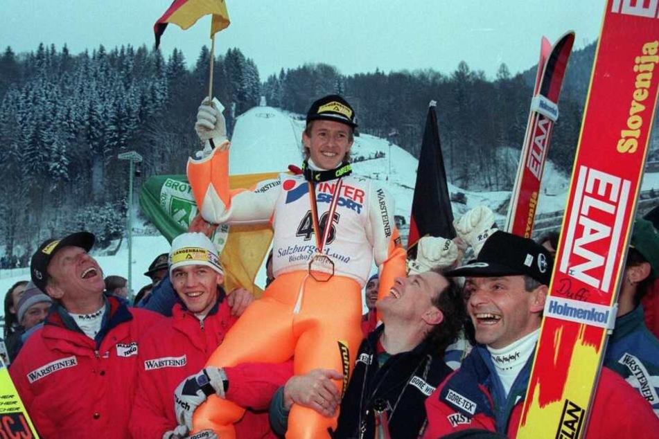 Den vierten Triumph in der Vierschanzentournee sicherte sich Jens Weißflog 1996.