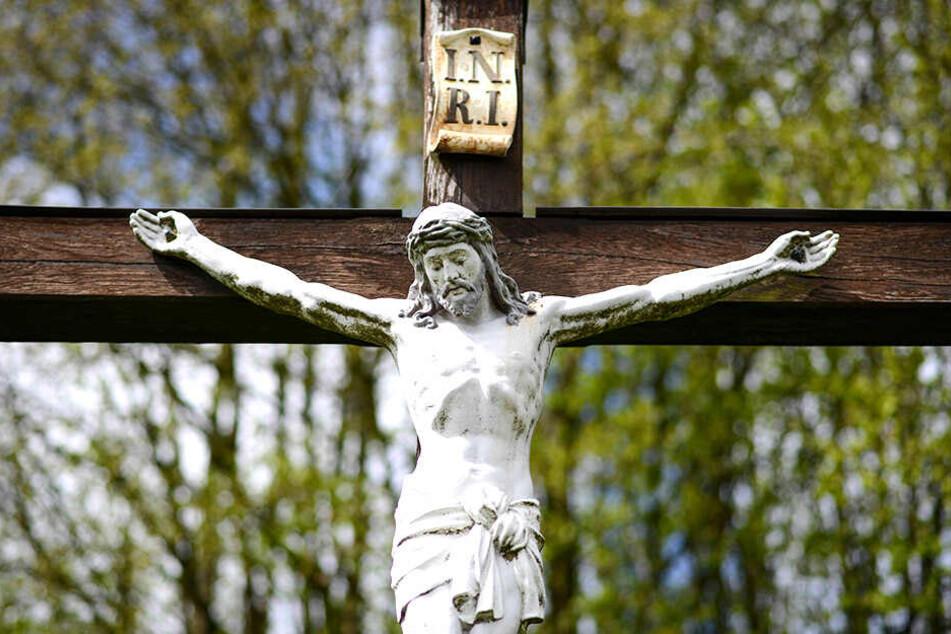 Eine Statue des christlichen Erlösers in Bayern.