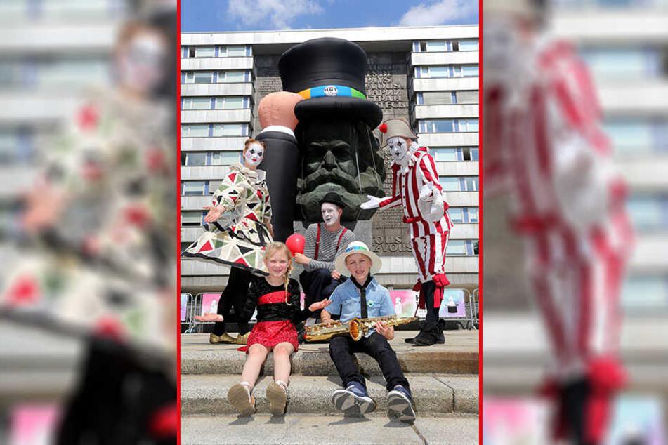 """Am Wochenende startet das erste """"Hutfestival"""" der Straßenkunst - passend dazu trägt Karl Marx jetzt Hut."""