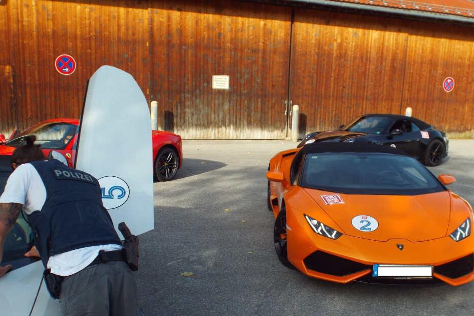 Polizei stoppt Touristengruppe mit sechs Luxusschlitten: Ausflug endet für Lamborghini