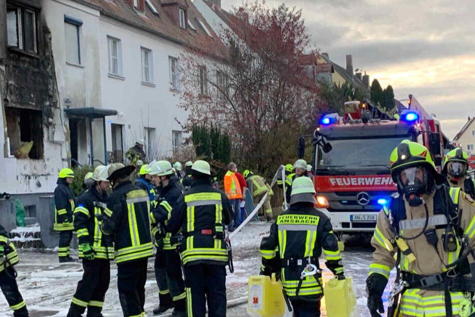 Reihenhaus explodiert! Retter finden Leiche, Feuerwehrleute verletzt
