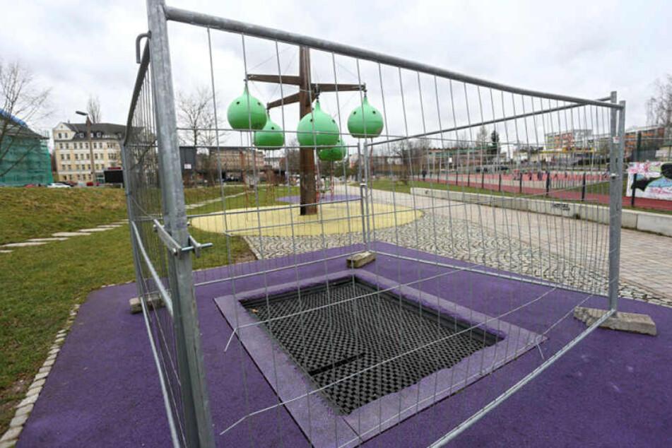 """Mehrere Spielgeräte in den """"Bunten Gärten"""" an der Augustusburger Straße sind gesperrt."""