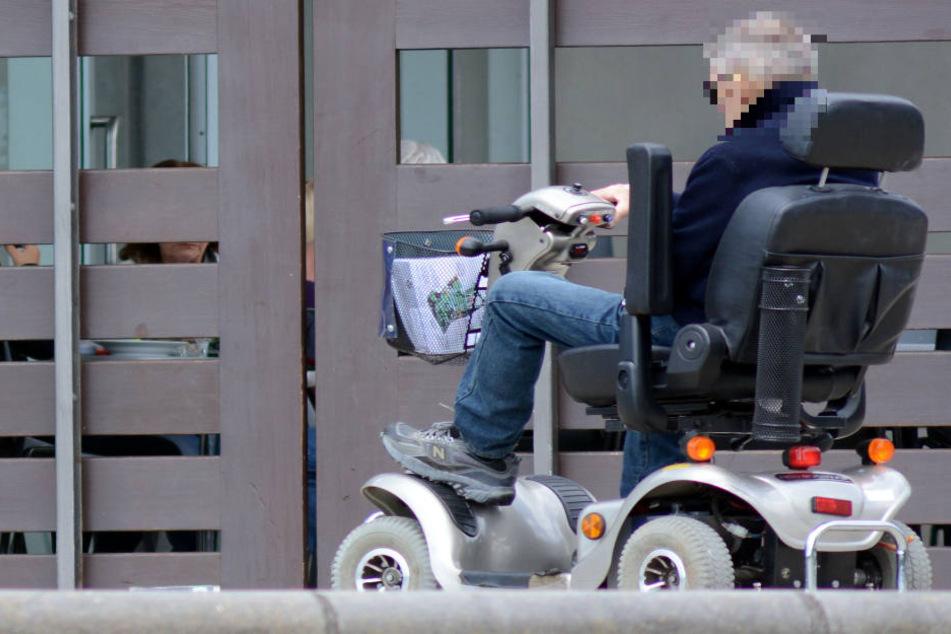 Der 80-Jährige hatte am Mittwoch eine Straße überquert. (Symbolbild)