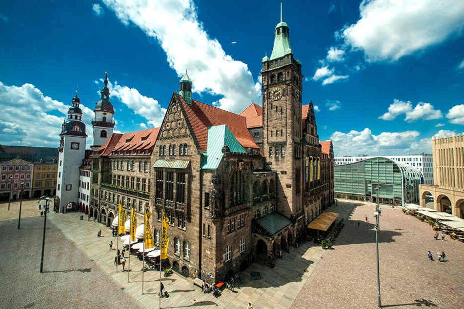 """Über den Dächern den Mächtigen: Bei der Rathausführung können Sie auch den """"Hohen Turm"""" des alten Rathauses erklimmen."""