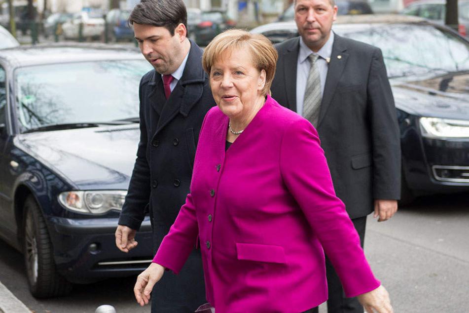 Angela Merkel auf dem Weg ins Willy-Brandt-Haus.