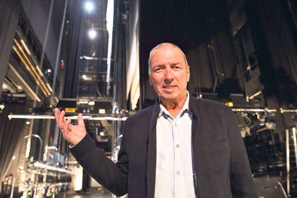 """Intendant Wolfgang Schaller (65) auf der Hauptbühne der Operette. Was ihn tröstet: """"Viele Theater  haben angerufen, Bedauern ausgedrückt, Hilfe angeboten."""""""