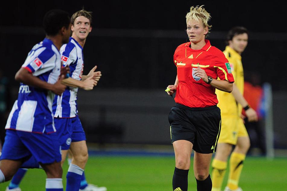 Im Oktober 2010 pfiff Bibiana Steinhaus die Partie Hertha BSC gegen Alemannia Aachen in der 2. Bundesliga.
