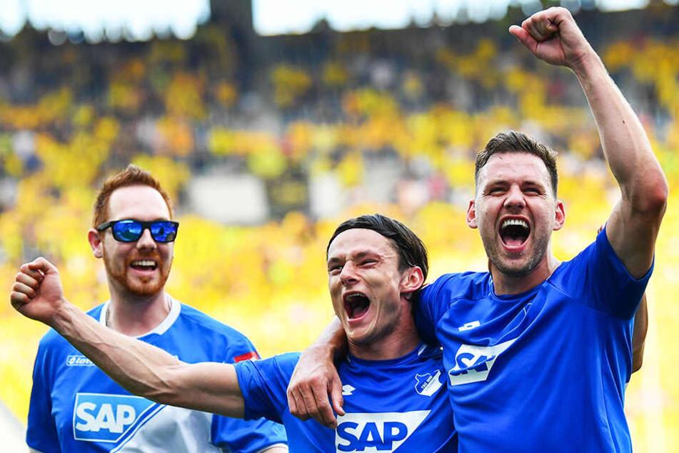 Adam Szalai (r.) und Nico Schulz (m.) feiern den Einzug in die Champions League.
