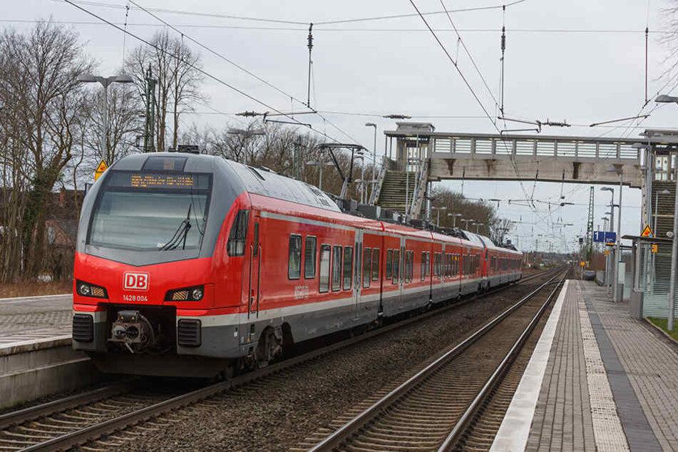 Ein Fußball-Fan des 1. FC Magdeburg stürzte vor einigen Tagen aus einem Regionalzug.