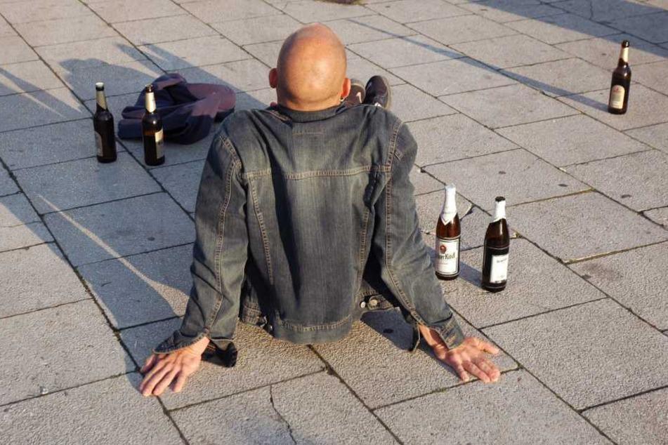 Ein betrunkener Mann und sein Hund gingen auf Passanten in Freiberg los.