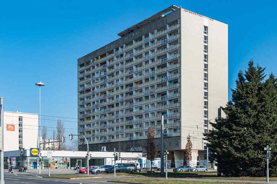 Fünf Bewohner leben trotz amtlichen Wohnverbots noch im Hochhaus am Pirnaischen Platz.