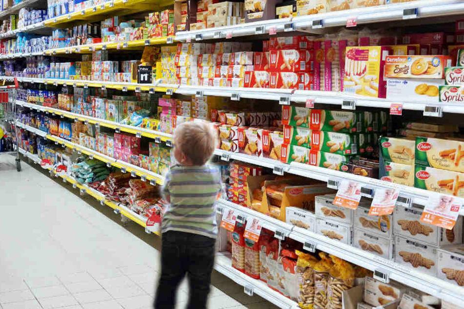 Der 2-Jährige machte sich schnurstracks auf den Weg zum Süßigkeitenregal.