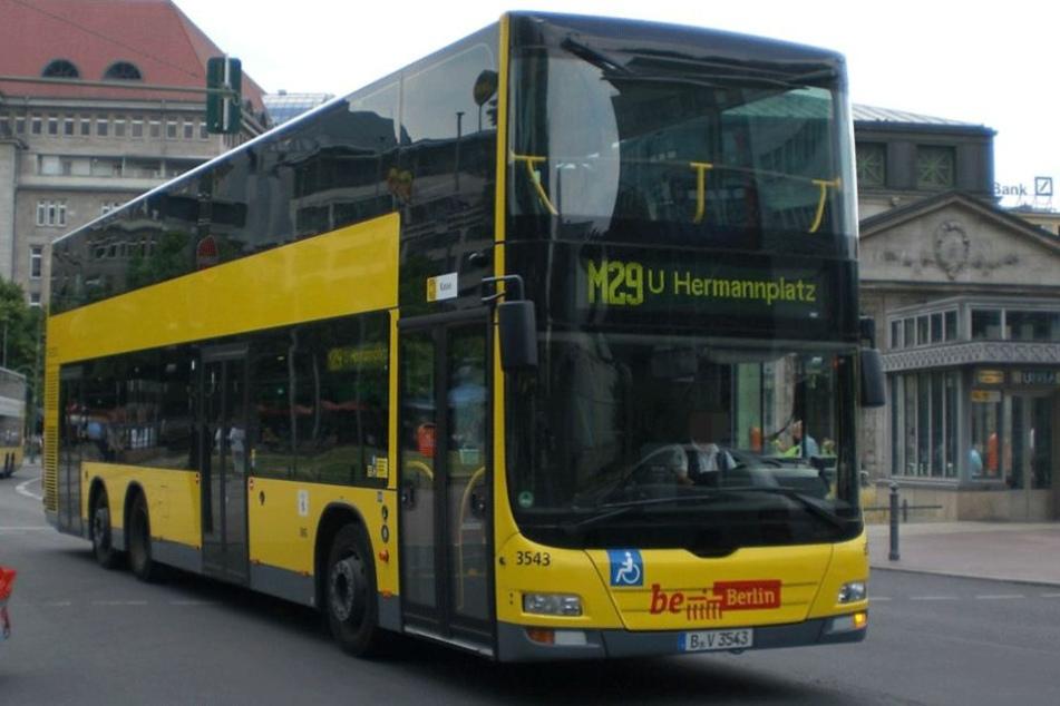 Busfahrer flippt aus und rast ohne Stopp über den Ku'damm