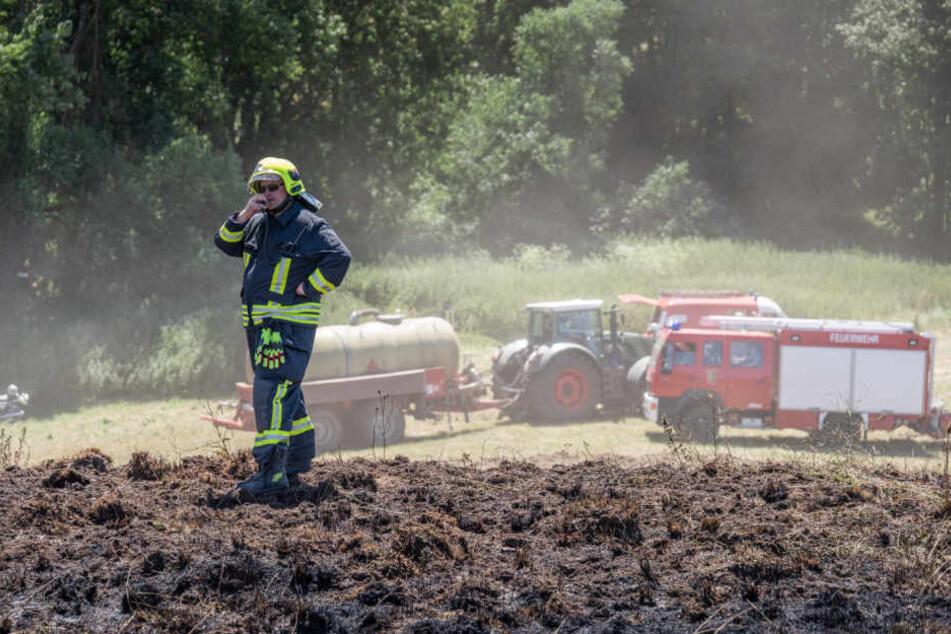 Bei Zottelstedt brannte ein Feld, nachdem offenbar eine Erntemaschine heißgelaufen war.