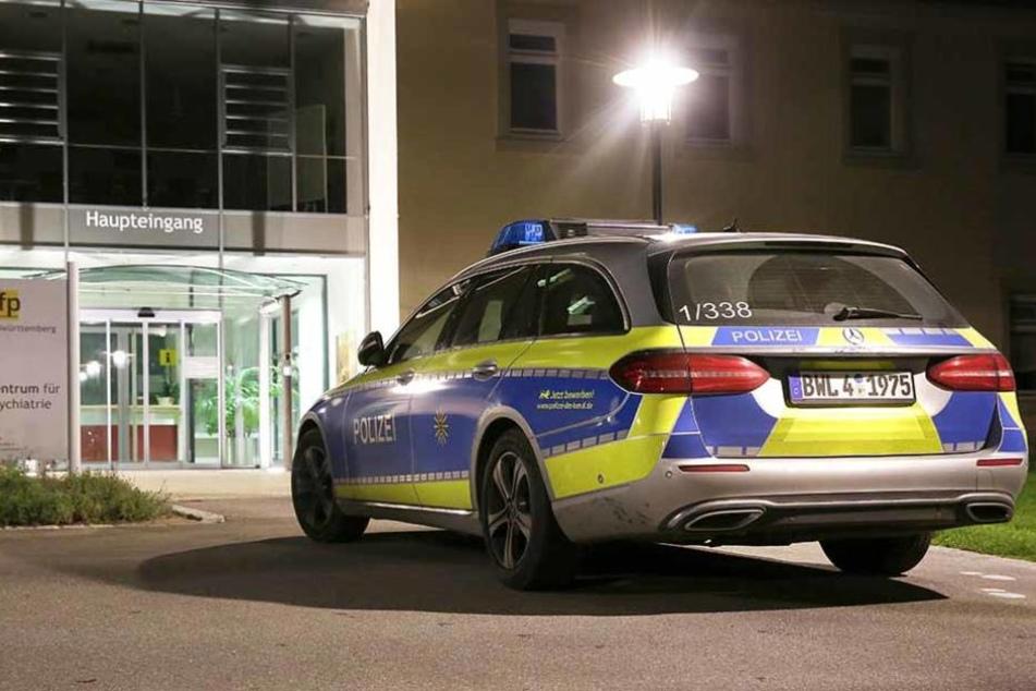Die Polizei sucht immer noch nach den flüchtigen Straftätern.