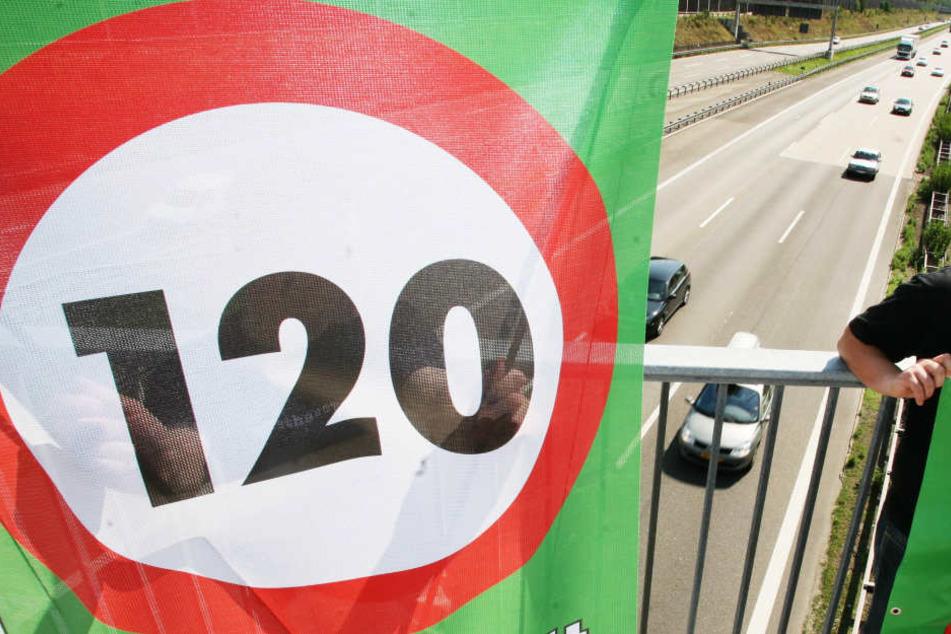 Bald nur noch 120 km/h auf der Autobahn? Die Deutsche Umwelthilfe versucht es zu erzwingen.