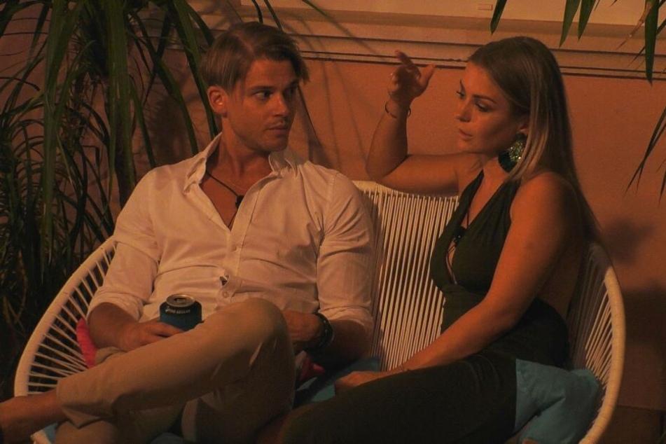 Julia versucht noch einmal, die Beziehung zu Sidney zu kitten - erfolglos.