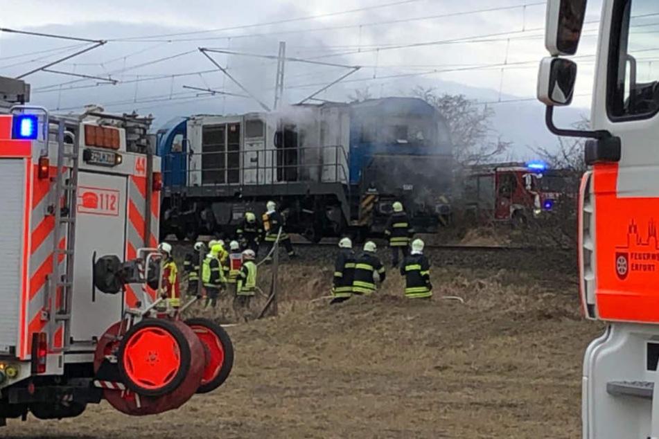 Bei Eintreffen der Feuerwehr brannte es im Motorraum der Diesellok.