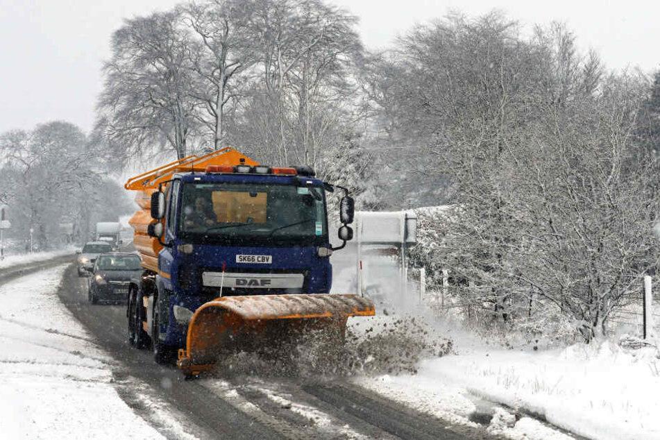 Teile Schottlands sind von einer Schneeschicht bedeckt.