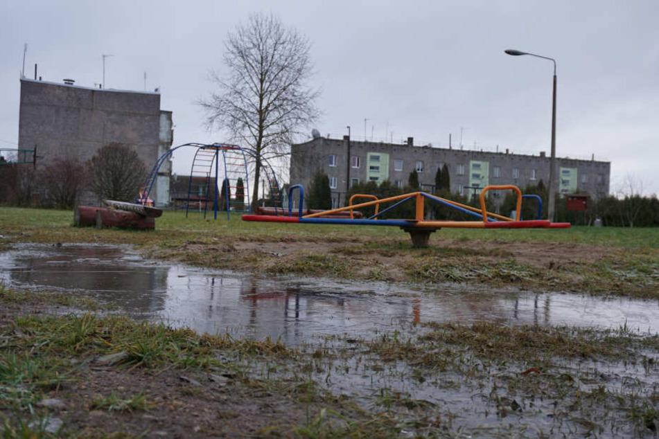 Chemie-Attacke mit ätzendem Rohrreiniger auf mehrere Spielplätze