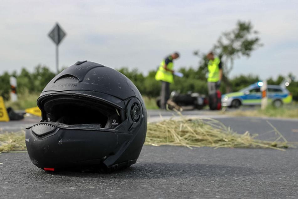 Für den 47-jährigen Biker kam jede Hilfe zu spät. Er verstarb noch an der Unfallstelle.