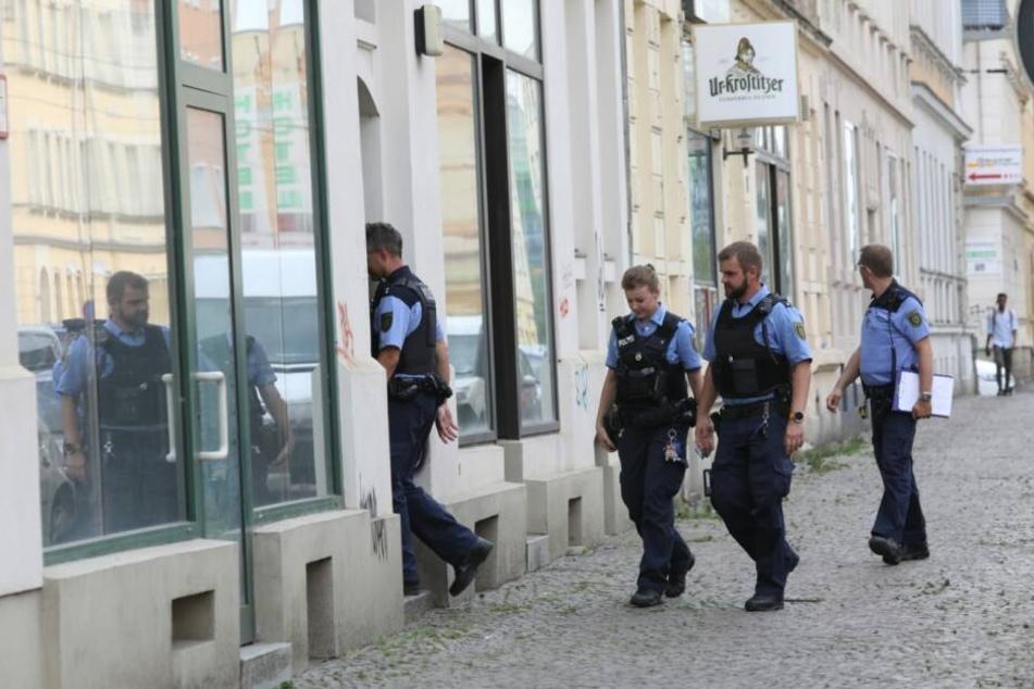 In der Georg-Schumann-Straße läuft zur Stunde ein größerer Polizeieinsatz.