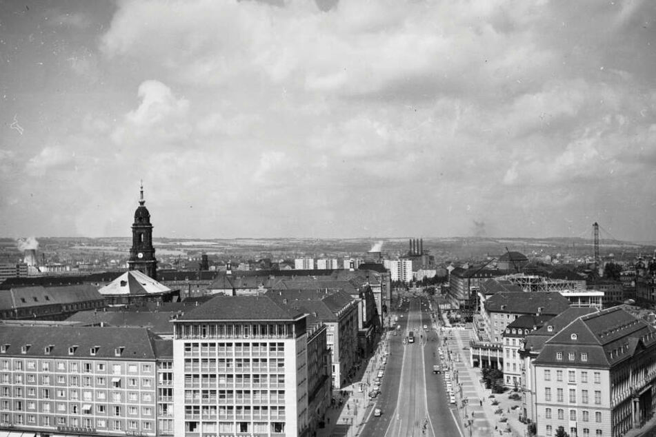 Die Ernst-Thälmann-Straße zu DDR-Zeiten. Nach der Wende wurde sie in Wilsdruffer Straße umbenannt.