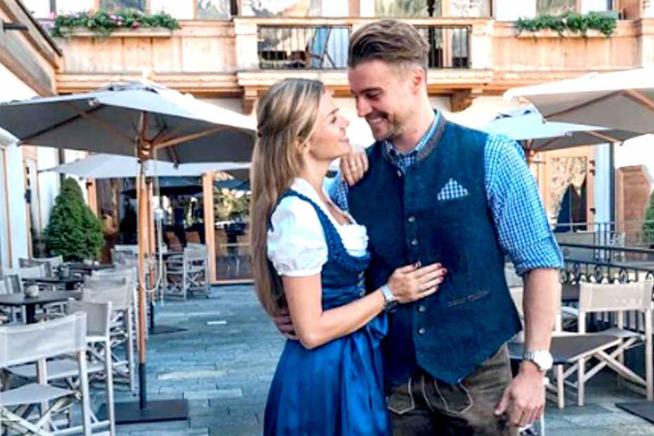 Offiziell zeigen sich Nadine Klein (33) und Alexander Hindersmann (30) schwer verliebt.