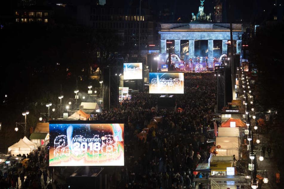 Auch das Jahr 2019 soll wieder mit einer riesigen Party am Brandenburger Tor eingeläutet werden (Archivbild).