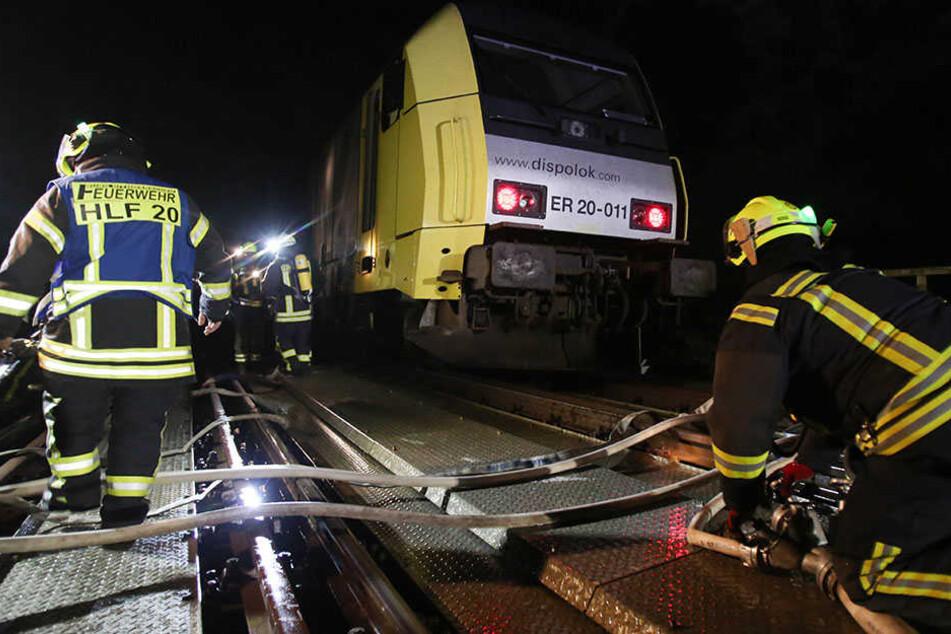 Künftig soll das Löschen brennender Züge realistisch trainiert werden können. (Symbolbild)