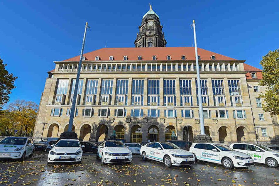 Bislang fahren nur wenige E-Autos durch Dresden. Bis 2025 sollen es bis zu  25.000 werden.