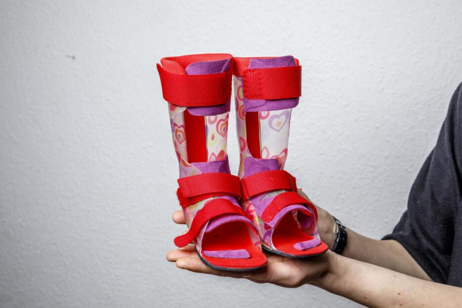 Kostspielige Krankheit: Für diese Orthesen (2.500 Euro) kam zum Glück die Kasse auf.