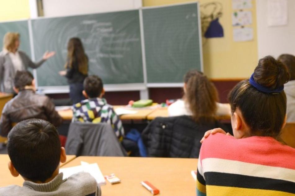 Trotz Elternprotest: Sechs Klassen werden aufgelöst, um 27 Flüchtlingskinder zu integrieren