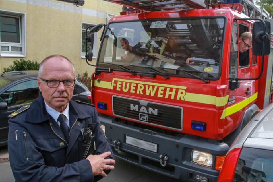 Hans-Dieter Mühlenweg von der Feuerwehr kritisiert, dass viele Straßen in Bielefeld zu eng sind.