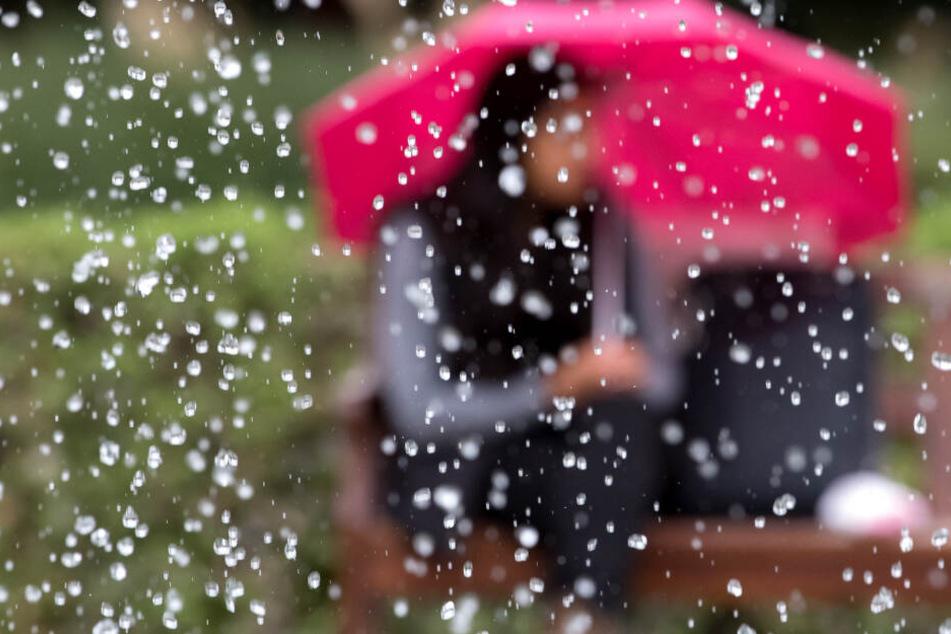 Das Wetter in Bayern wird am Wochenende von Regenschauern und Böen geprägt. (Symbolbild)
