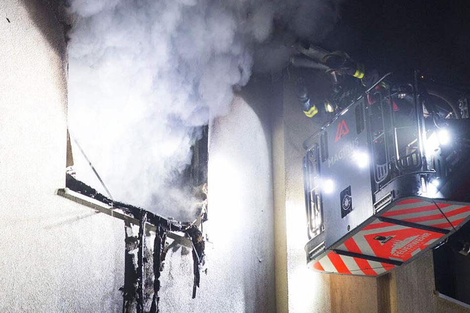 Hoher Sachschaden und zwei Verletzte bei Wohnungsbrand in Wiesbaden