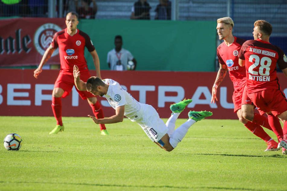 Bruchlandung für den FCE: Aue verlor im DFB-Pokal gegen den Drittligisten aus Wiesbaden.