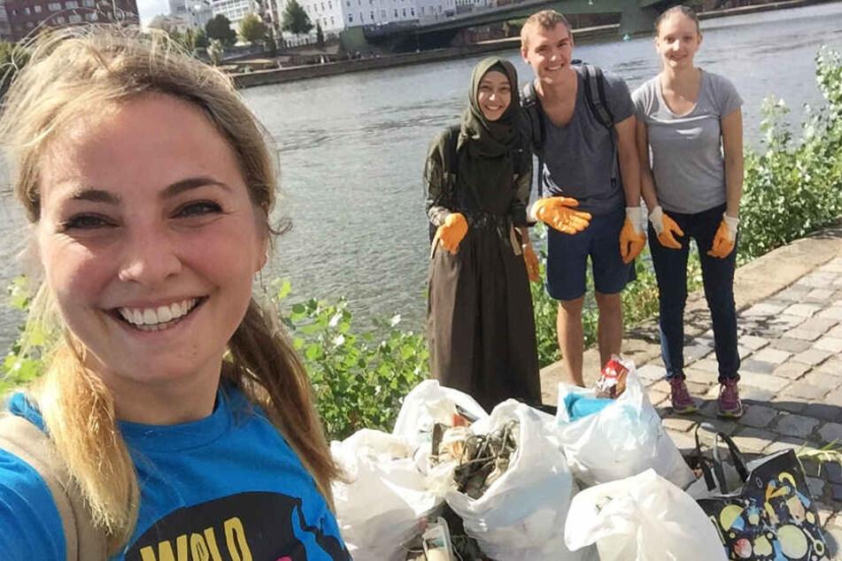 Am World Cleanup Day haben wir innerhalb von kürzester Zeit so viel Müll aus dem Mainufer gefischt, darunter auch Spielkonsolen, Kinderschuhe und ähnliches.