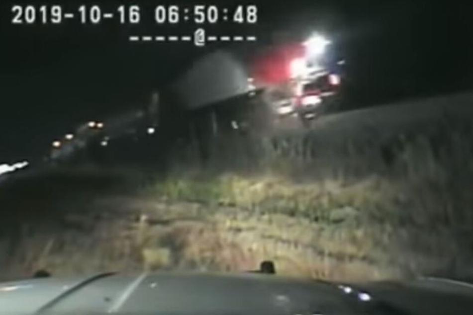 Ausschnitt aus dem Dashcam-Video des Polizeiautos.