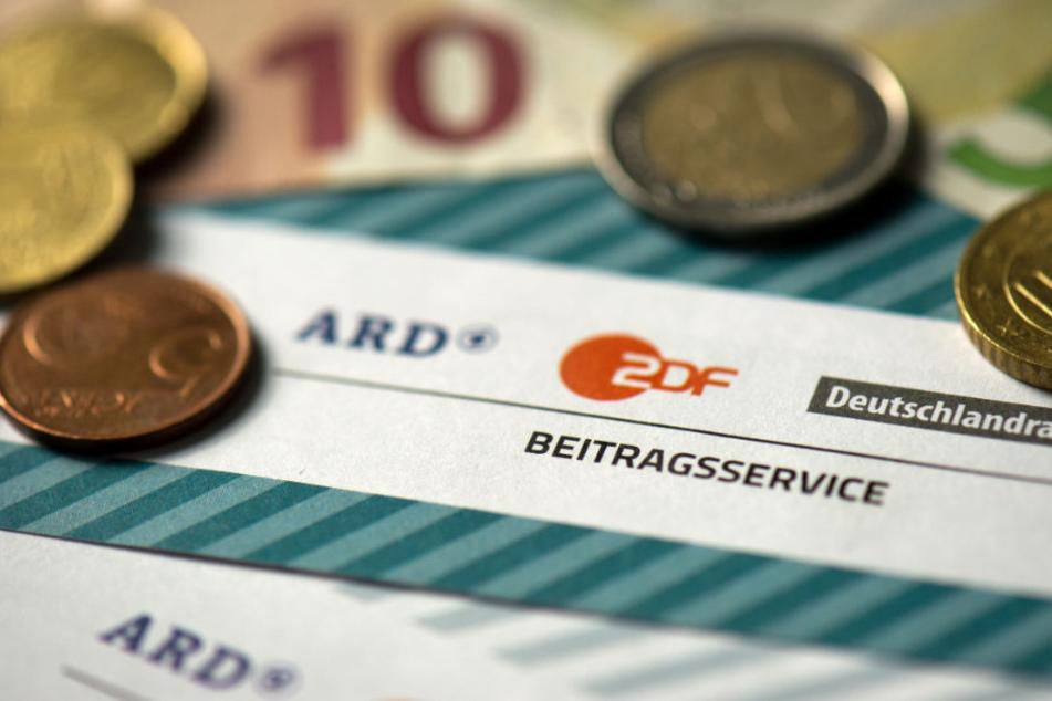 Der Beitrag von 17,50 Euro ist die wichtigste Einnahmequelle für ARD, ZDF und Deutschlandradio. (Symbolbild)
