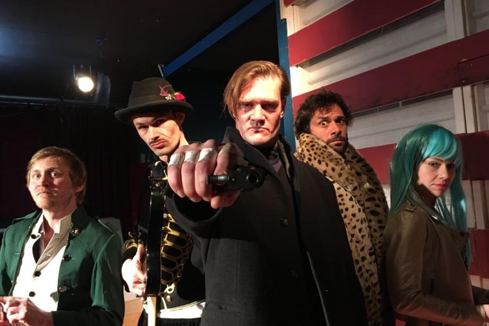 """Schauspieler Benjamin Kramme (l-r), Tom Werner, David Bredin, Kai Schumann und Cornelia Werner in der Komödie """"EINE ENTHANDUNG IN SPOKANE"""""""