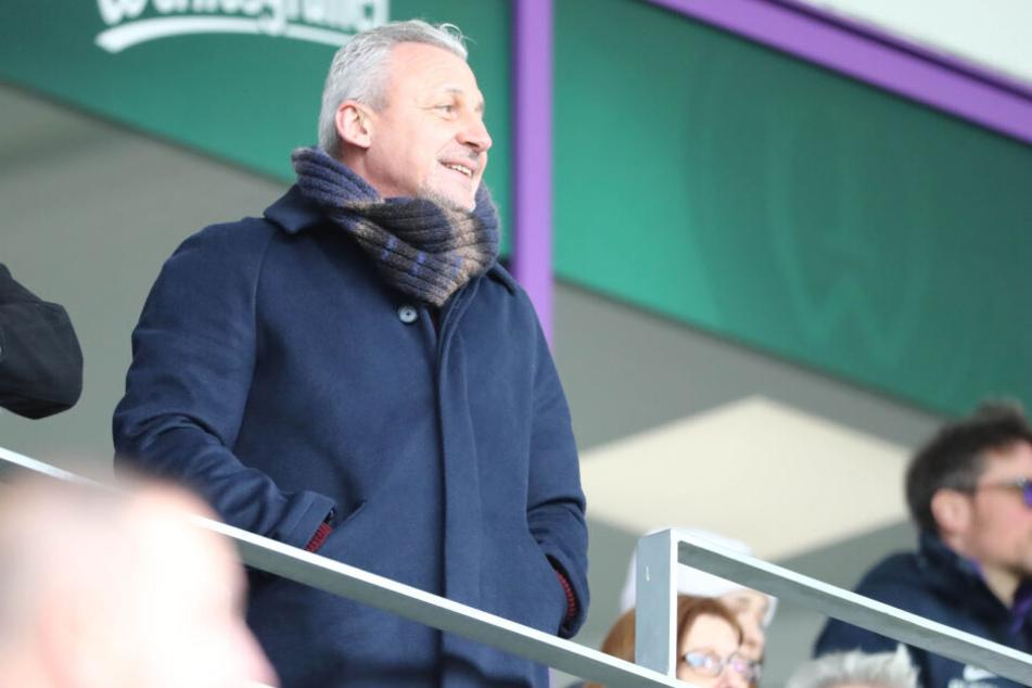 Aues ehemaliger Coach Pavel Dotchev schaute beim Spiel gegen Paderborn zu.