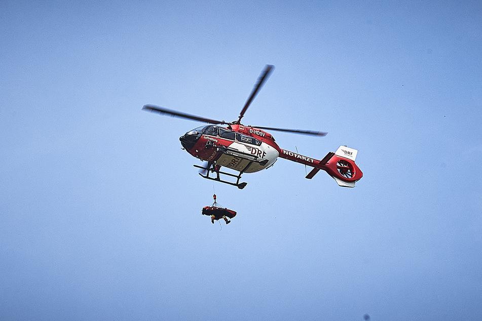 Mit dem Rettungshubschrauber wurde der Mann ins Krankenhaus geflogen.