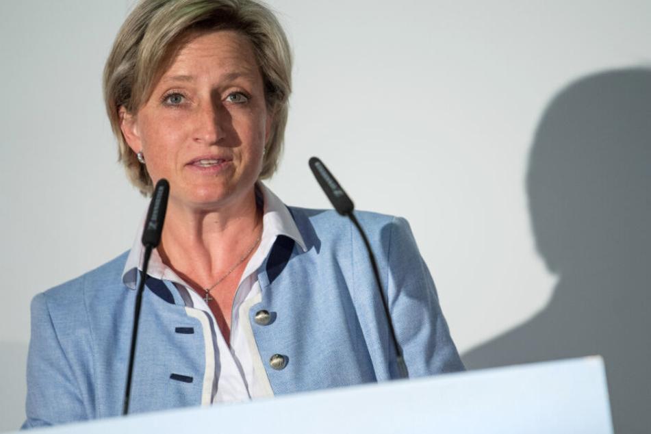Wirtschaftsministerin Nicole Hoffmeister-Kraut (47, CDU) macht die Mobilfunkabdeckung Sorgen.