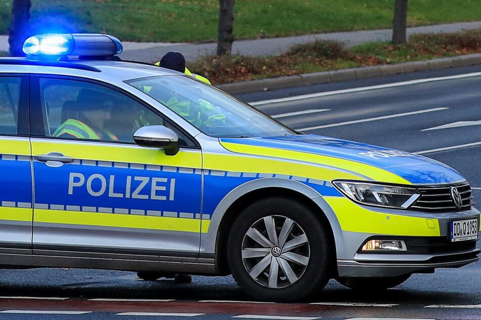 Dresden: Audi-Fahrer rast bei Flucht vor Polizei über Spielplatz-Fußweg, Kinder in Lebensgefahr!